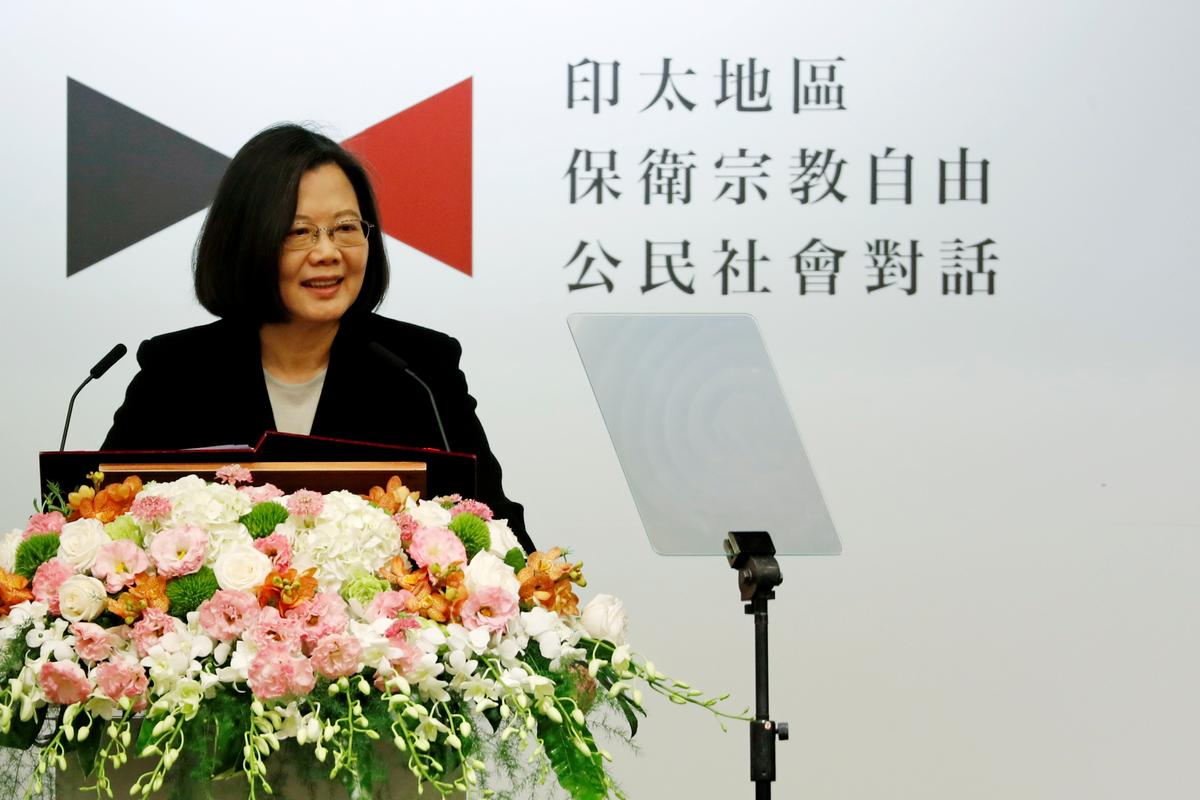 Taiwan condemns Beijing after Chinese jets cross maritime line