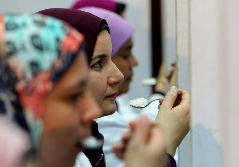 In Egypt, rice import samples are judged in the kitchen