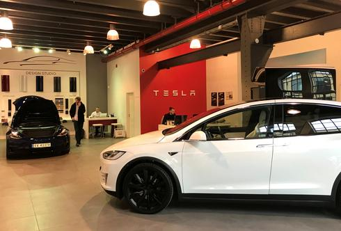 Exclusive - U.S. bill to boost electric car tax credits could rev GM, Tesla