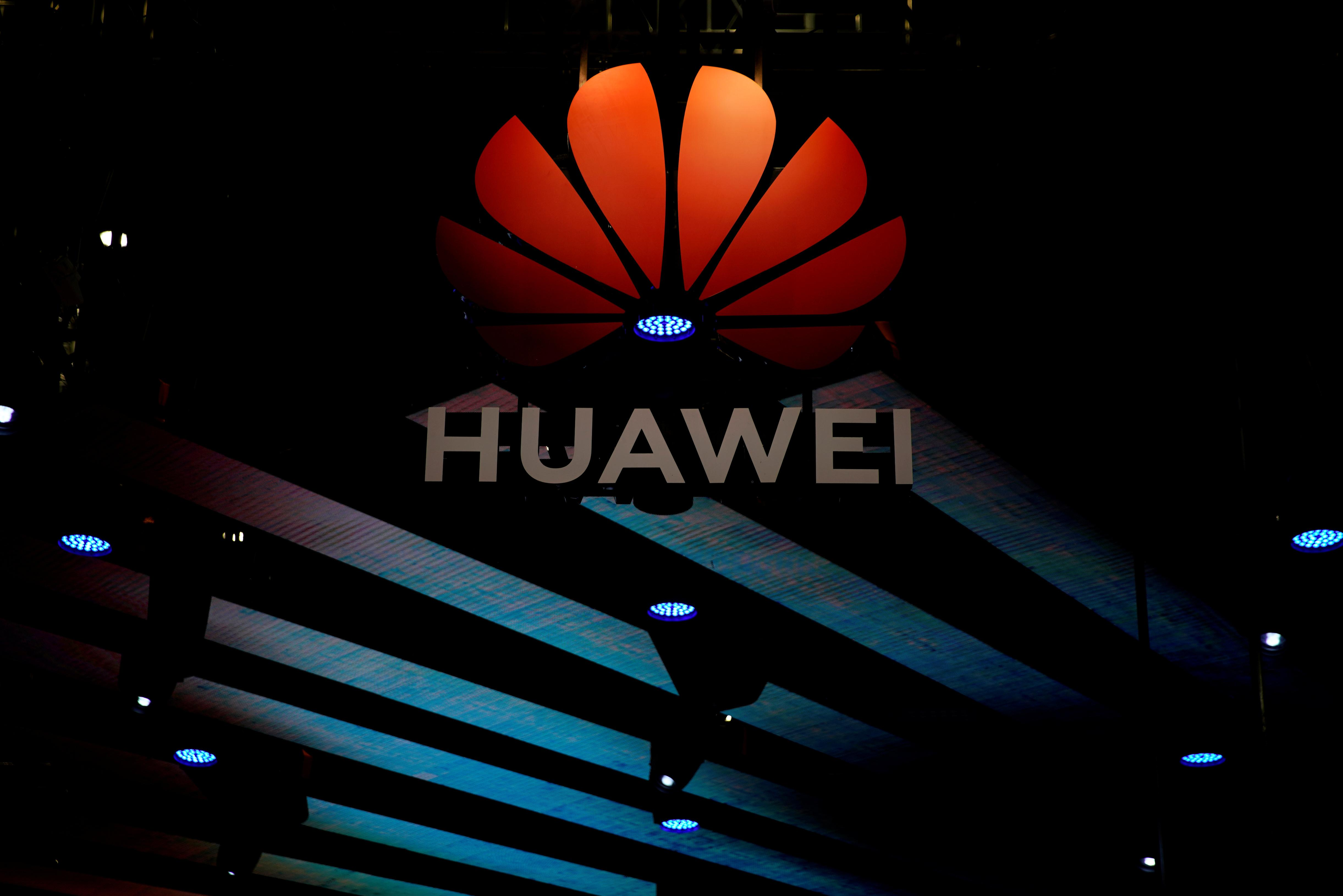 Huawei says not discussed 5G chipsets with Apple, wins more telco...