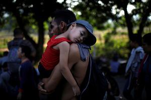 Migrant caravan moves north