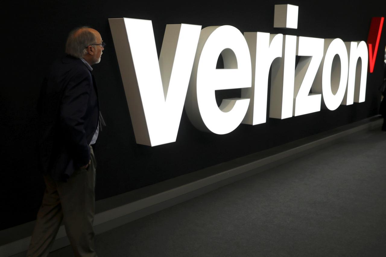 Verizon raises profit forecast, loses more phone subscribers
