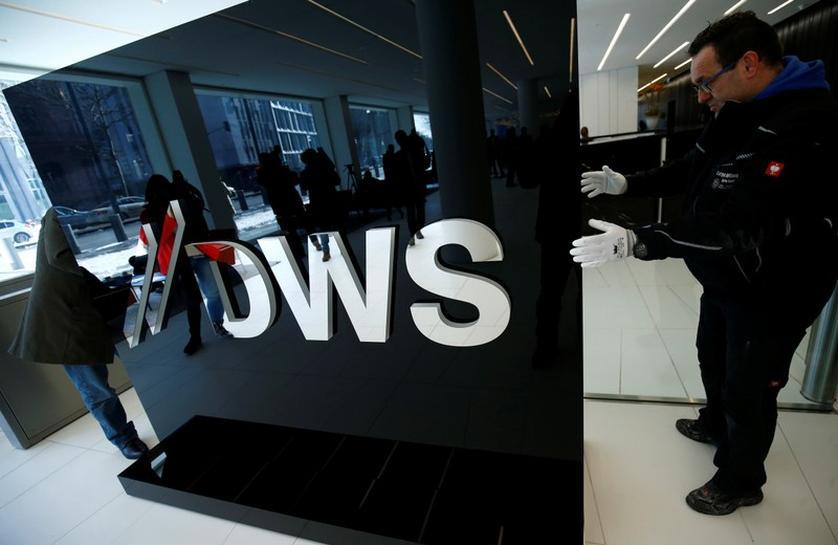 Allianz, Amundi considering tie-ups with Deutsche Bank's DWS
