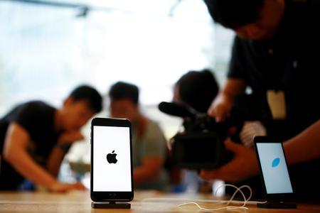 Apple's upbeat forecast pushes market value back toward $1 trillion