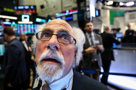 Wall St. struggles for direction as crucial trade talks loom