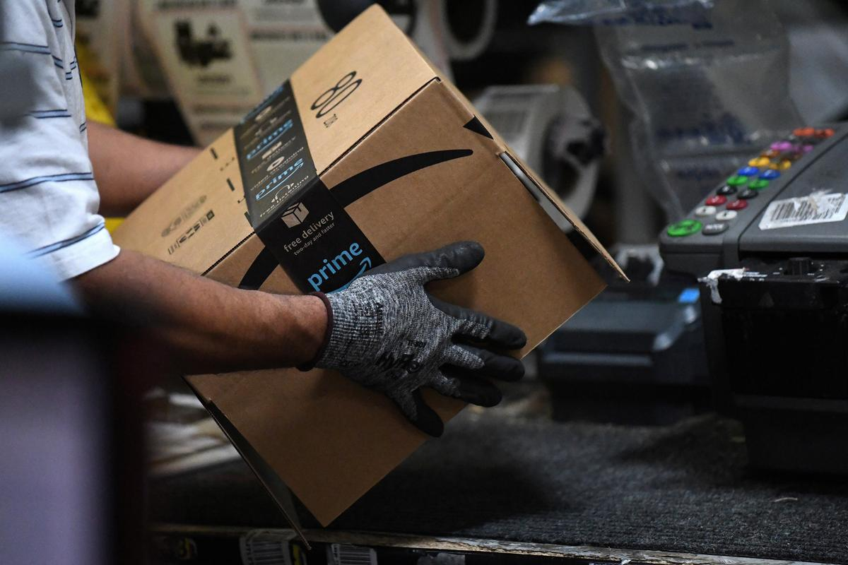Exclusive: Amazon rolls out machines that pack orders and replace