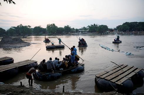 Cubans join migrant caravans in search of U.S. asylum