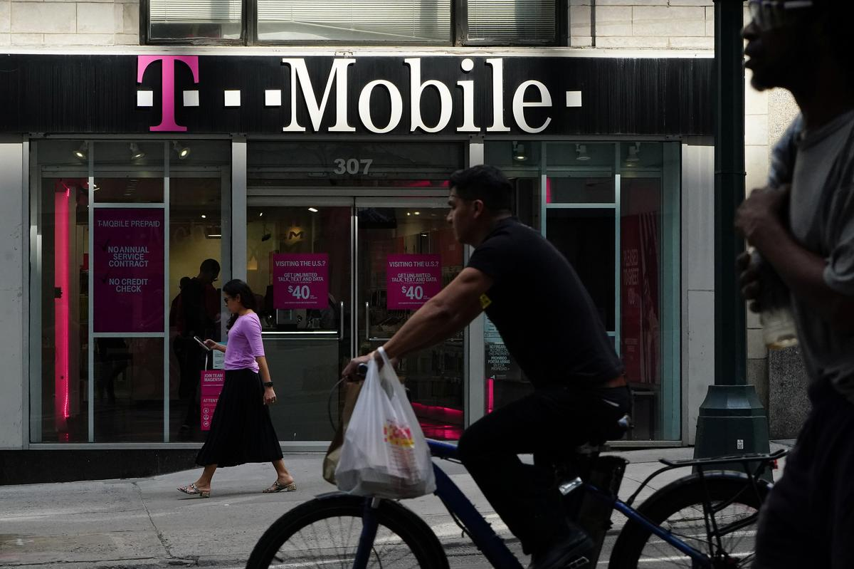 T-Mobile-Sprint deal would boost prices, hurt poorest U S  consumers