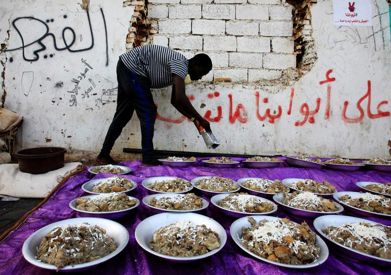 A Sudanese protester serves iftar as they prepare to break their fast in front of the Defence Ministry compound in Khartoum, Sudan, May 6. REUTERS/Mohamed Nureldin Abdallah