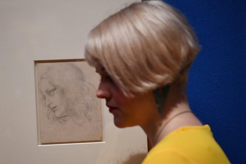 Leonardo D Exhibition : Leonardo da vinci drawings go on display at buckingham palace reuters