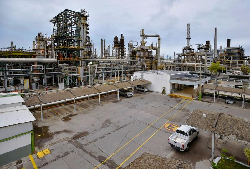 Pemex's oil exports tumble 11% in April from March