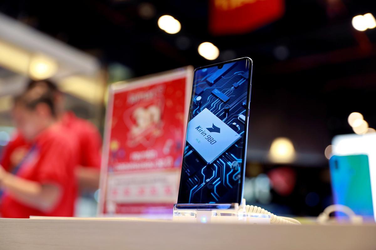 Exclusive: Facebook suspends app pre-installs on Huawei phones
