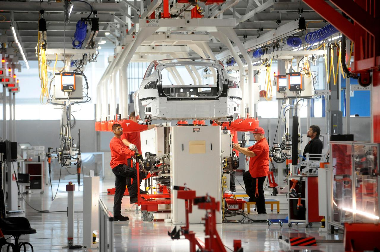 Tesla Careers Login >> Employees Sour On Tesla Amid Cost Cutting Layoffs Reuters