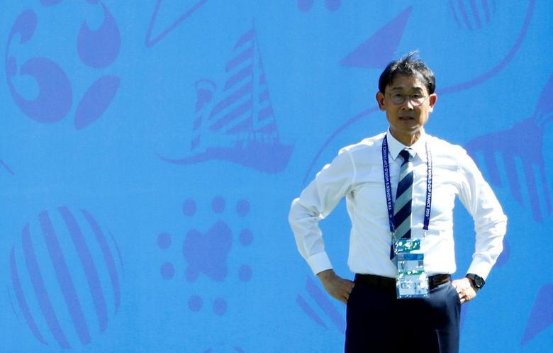 Koreans cling to slim last 16 hopes | Reuters com