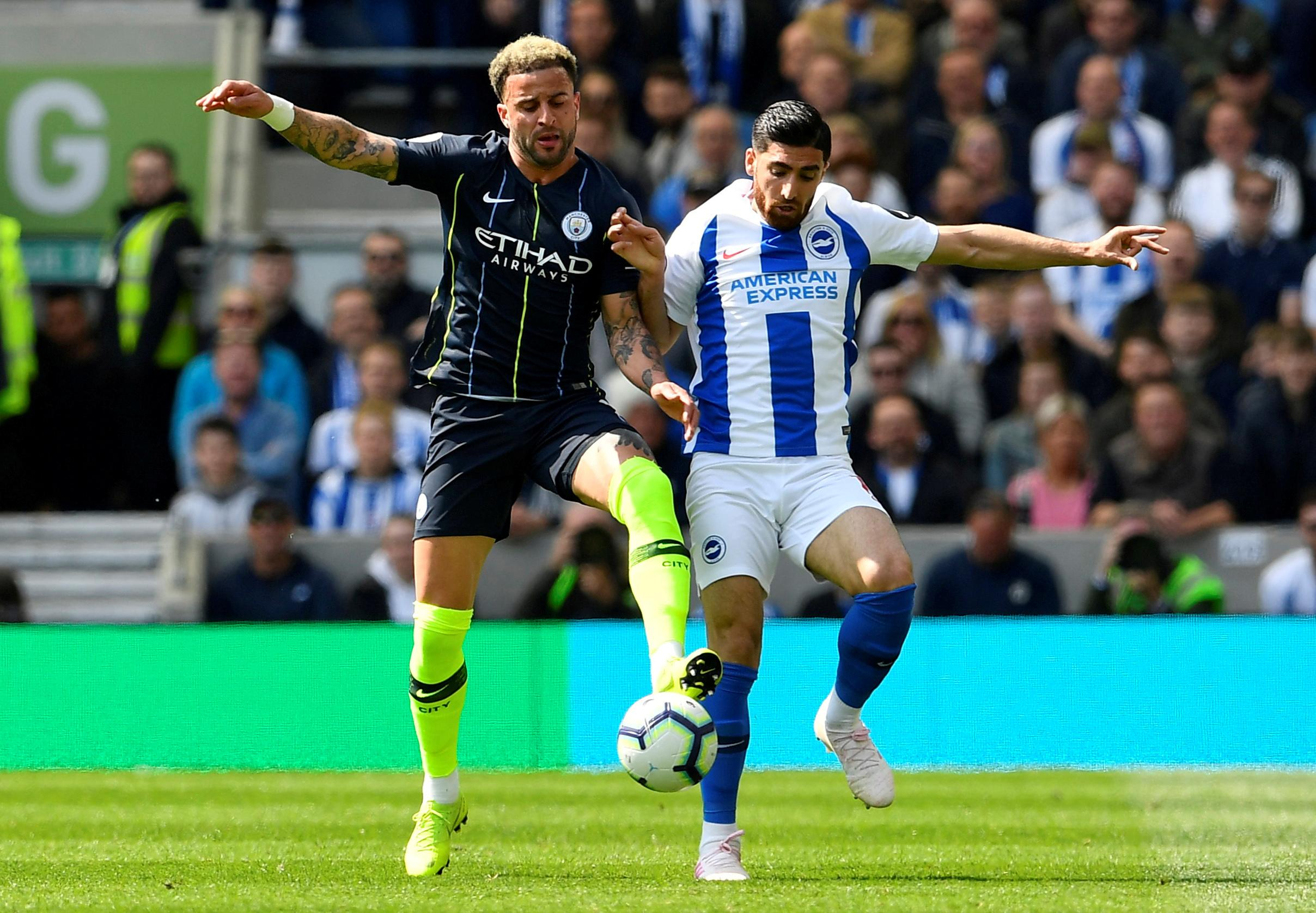 Walker extends Man City contract to 2024