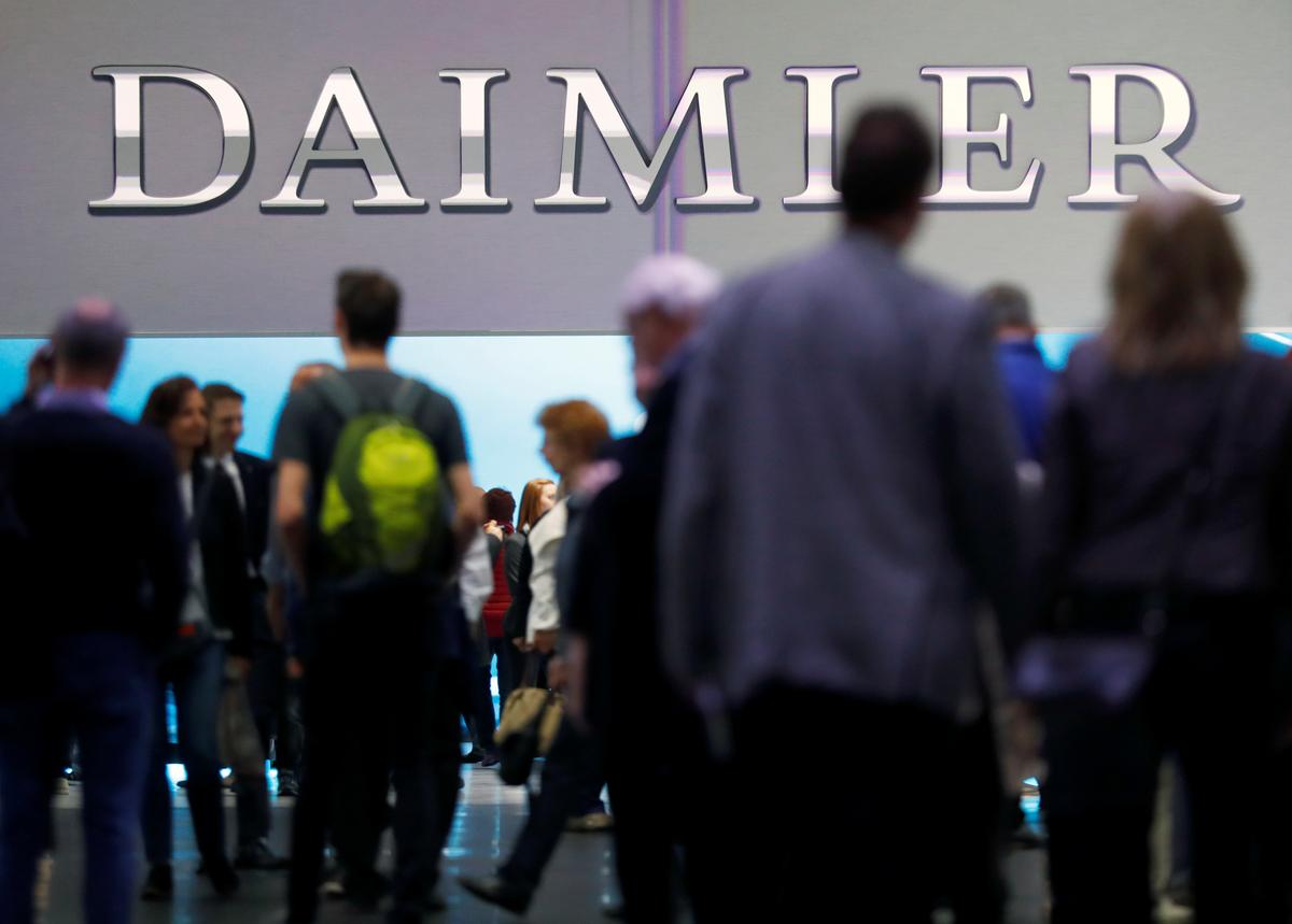 Daimler to remember 60,000 Mercedes diesels in Germany over emissions - Reuters thumbnail