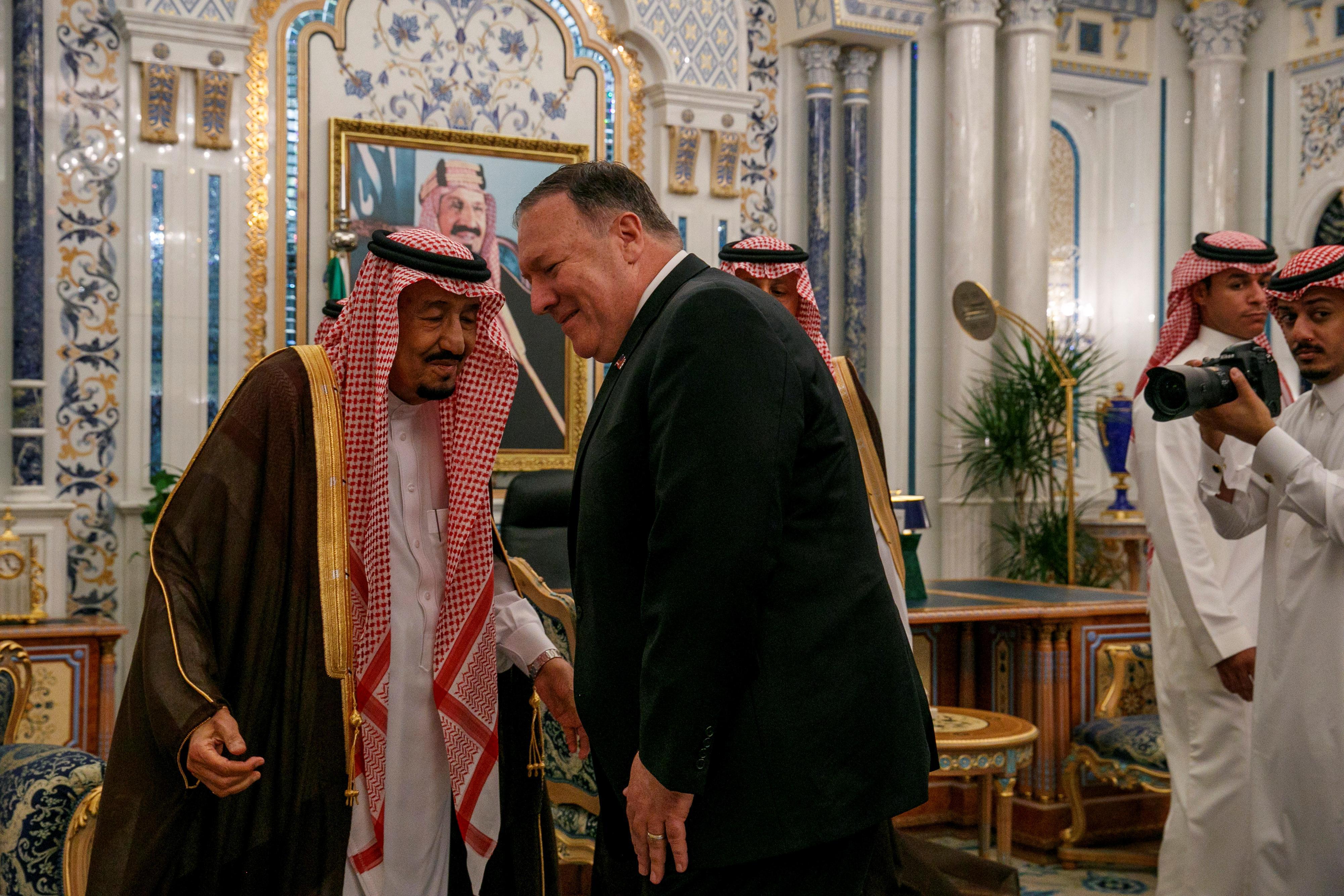 Pompeo discute de l'Iran avec ses alliés du Golfe face à l'escalade de la crise