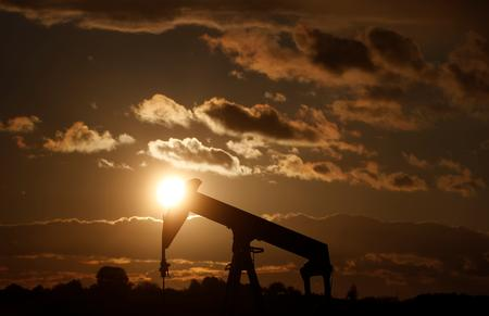 Oil prices rise 3% as U.S. crude, products stockpiles fall