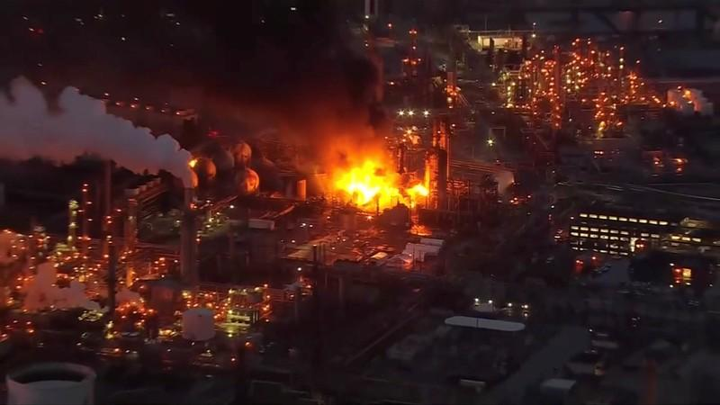 Before fire, Philadelphia refinery scaled back big maintenance project: sources