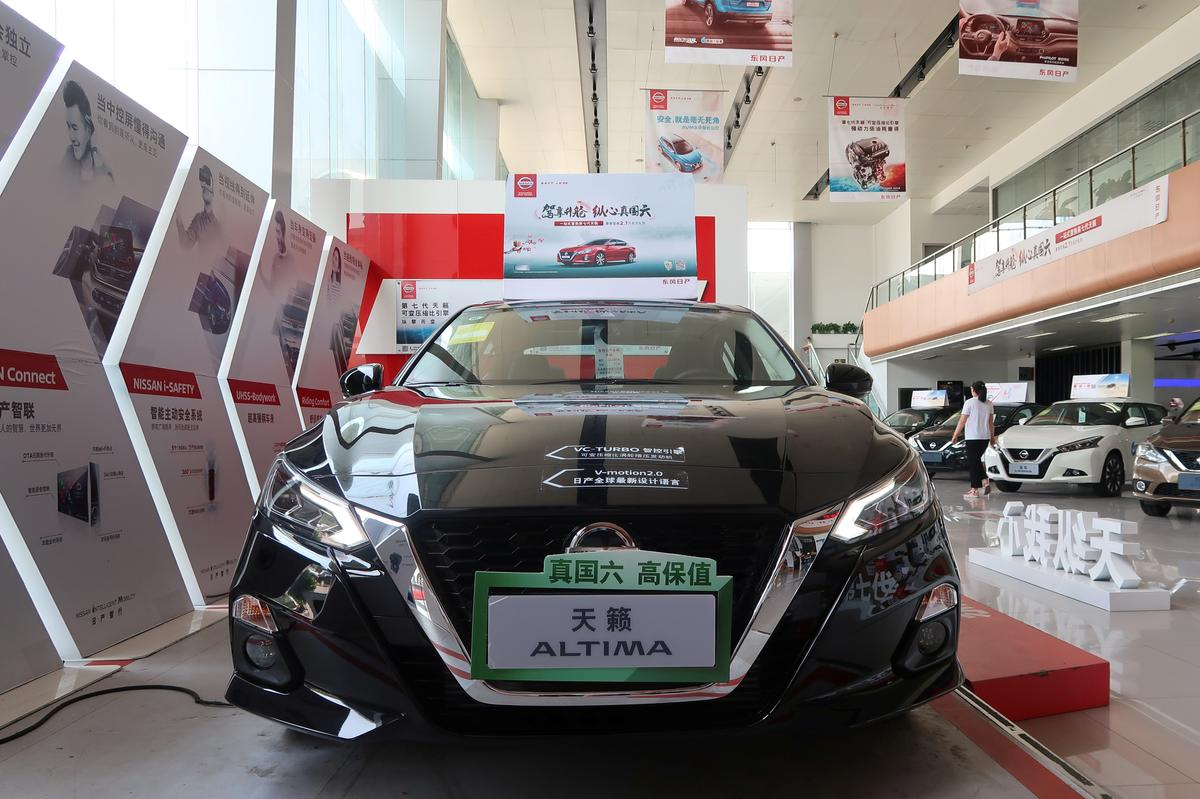 Behind the plunge in China car sales: chaotic implementation of new emission rules thumbnail
