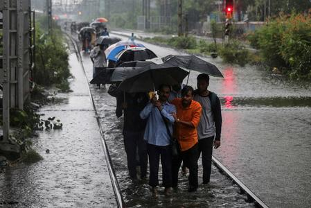 Heavy rains in India kill 30, cripple financial capital