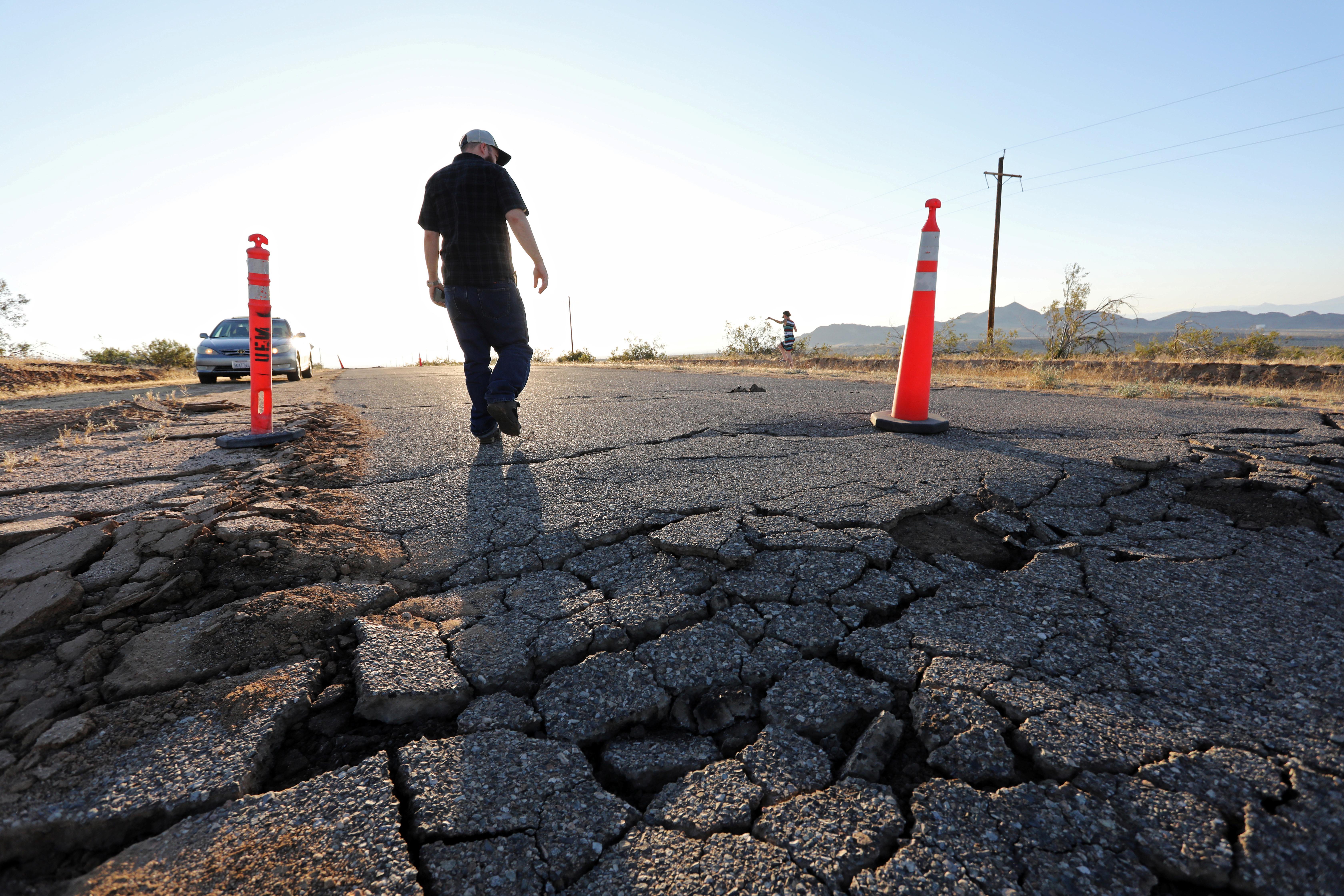 Des communautés ébranlées font le bilan des dégâts causés par le séisme dans le sud de la Californie