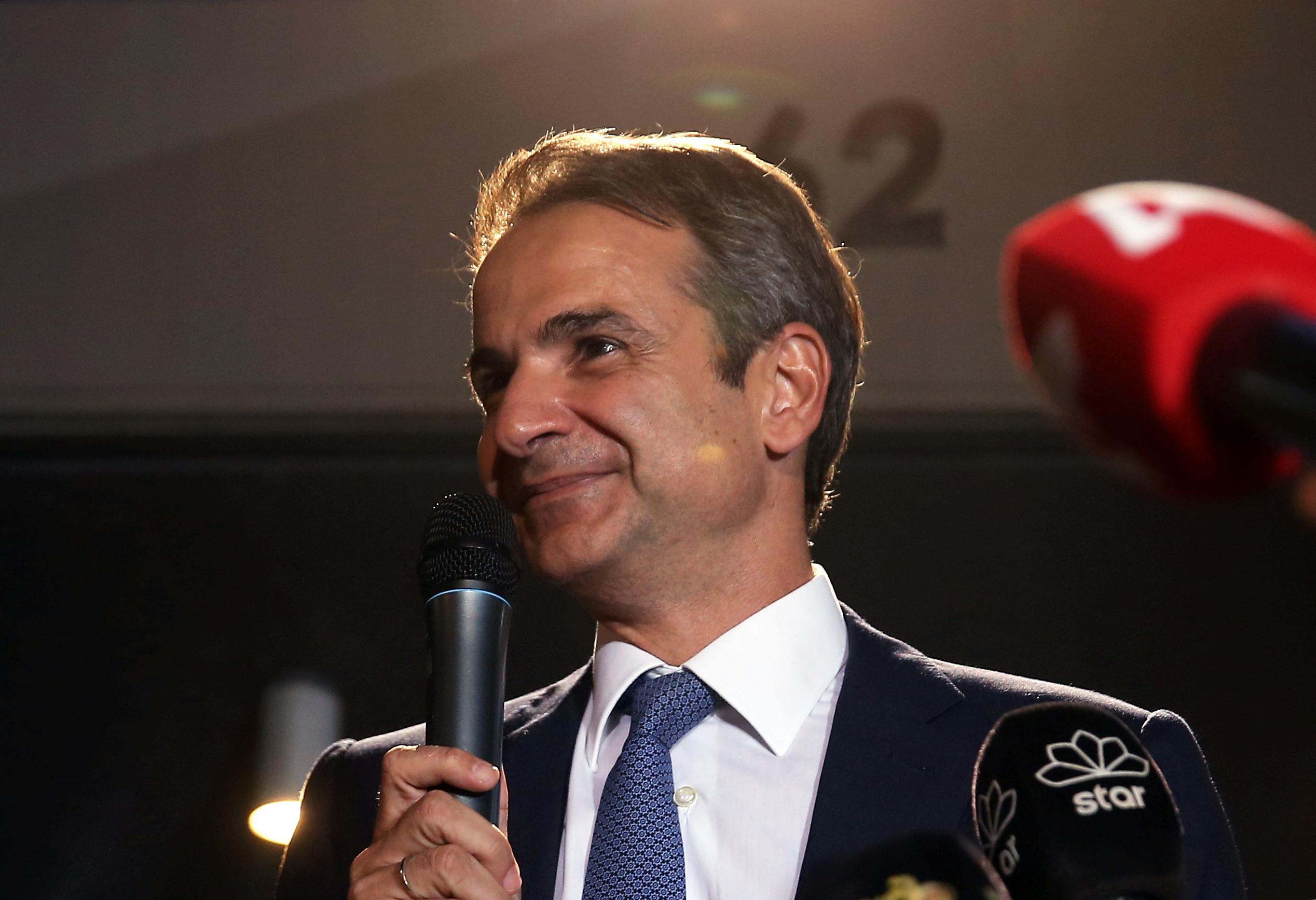 Les conservateurs grecs prennent les choses en main en remportant un glissement de terrain, promettent plus d'investissements et moins d'impôts