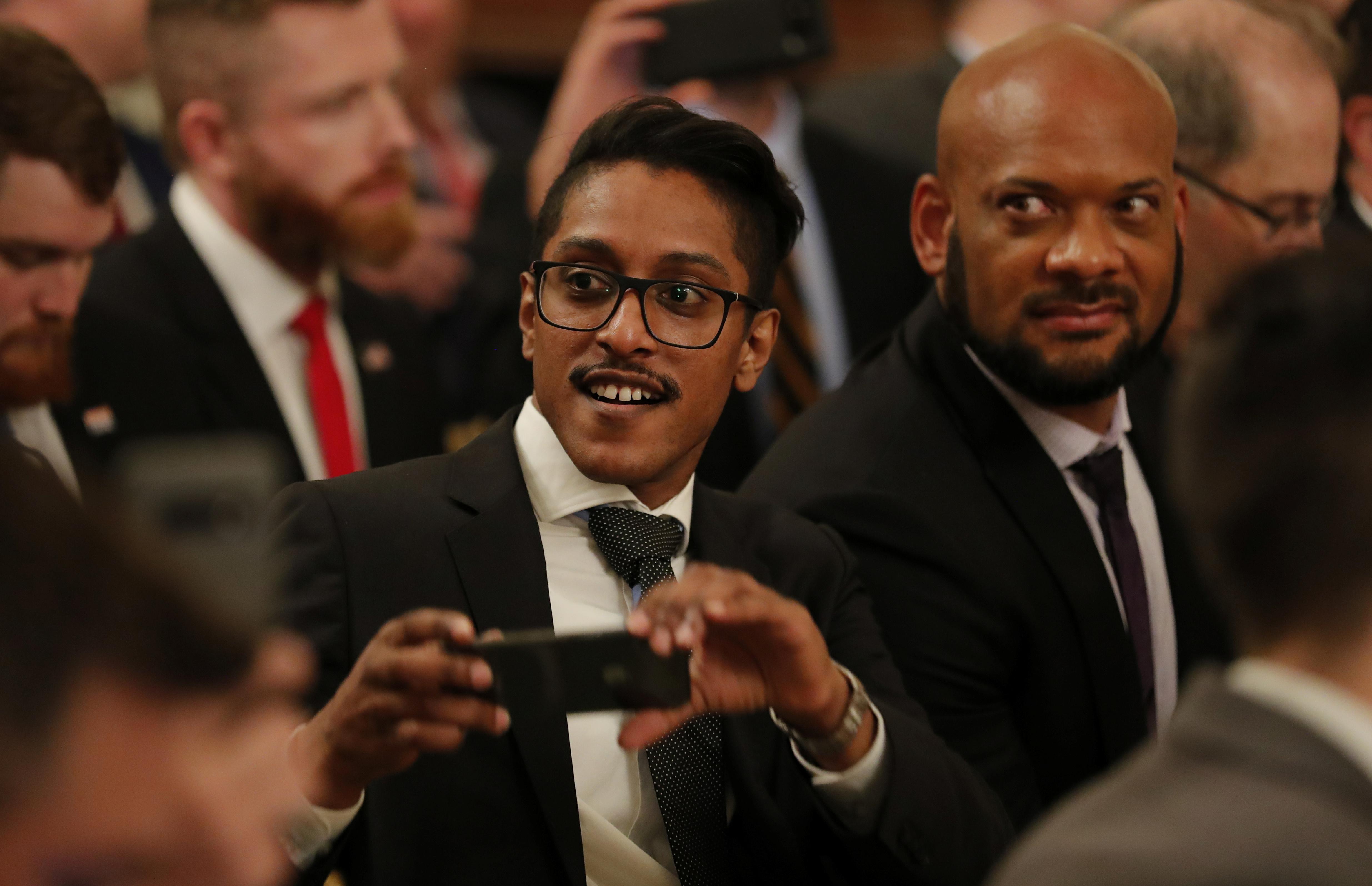 """Trump surprend des entreprises de technologie au sommet sur la """"liberté d'expression"""""""