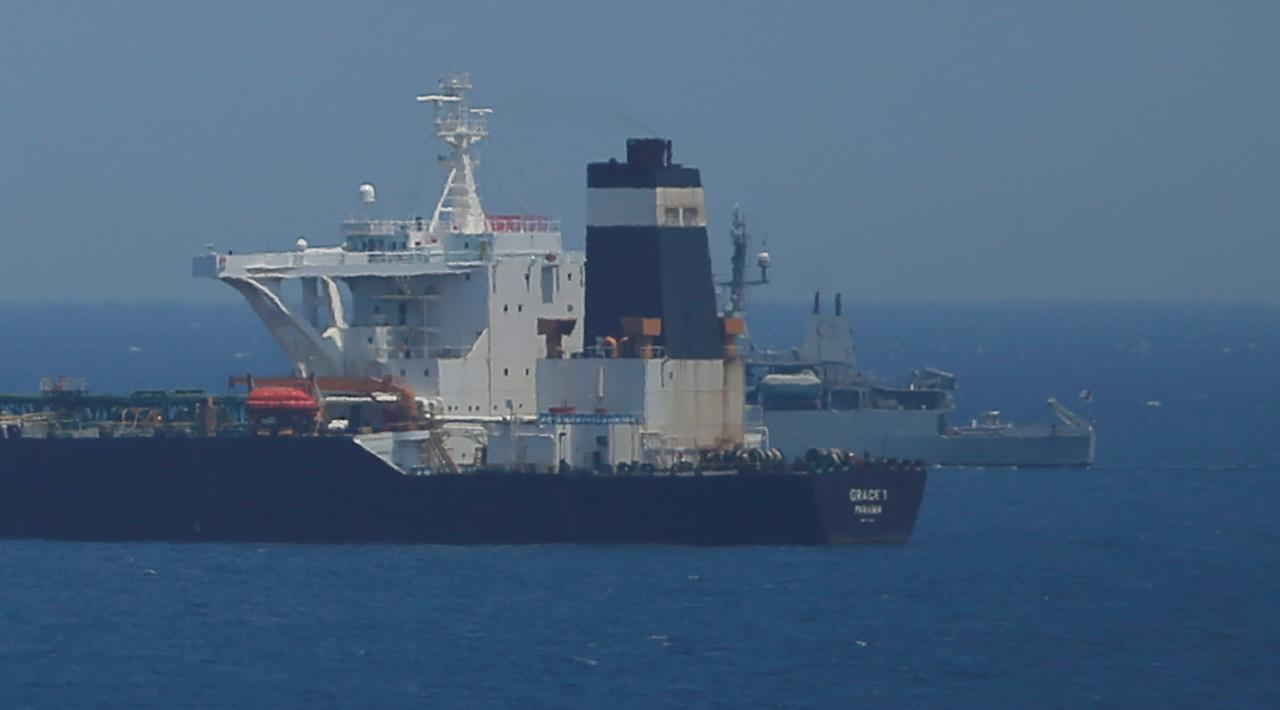Merchant ships urged to avoid using private armed teams in Mideast