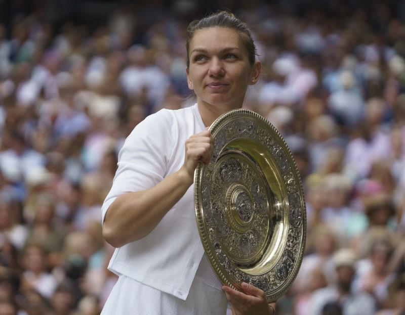 L'attente continue pour Williams et Halep, inspiré, remporte Wimbledon