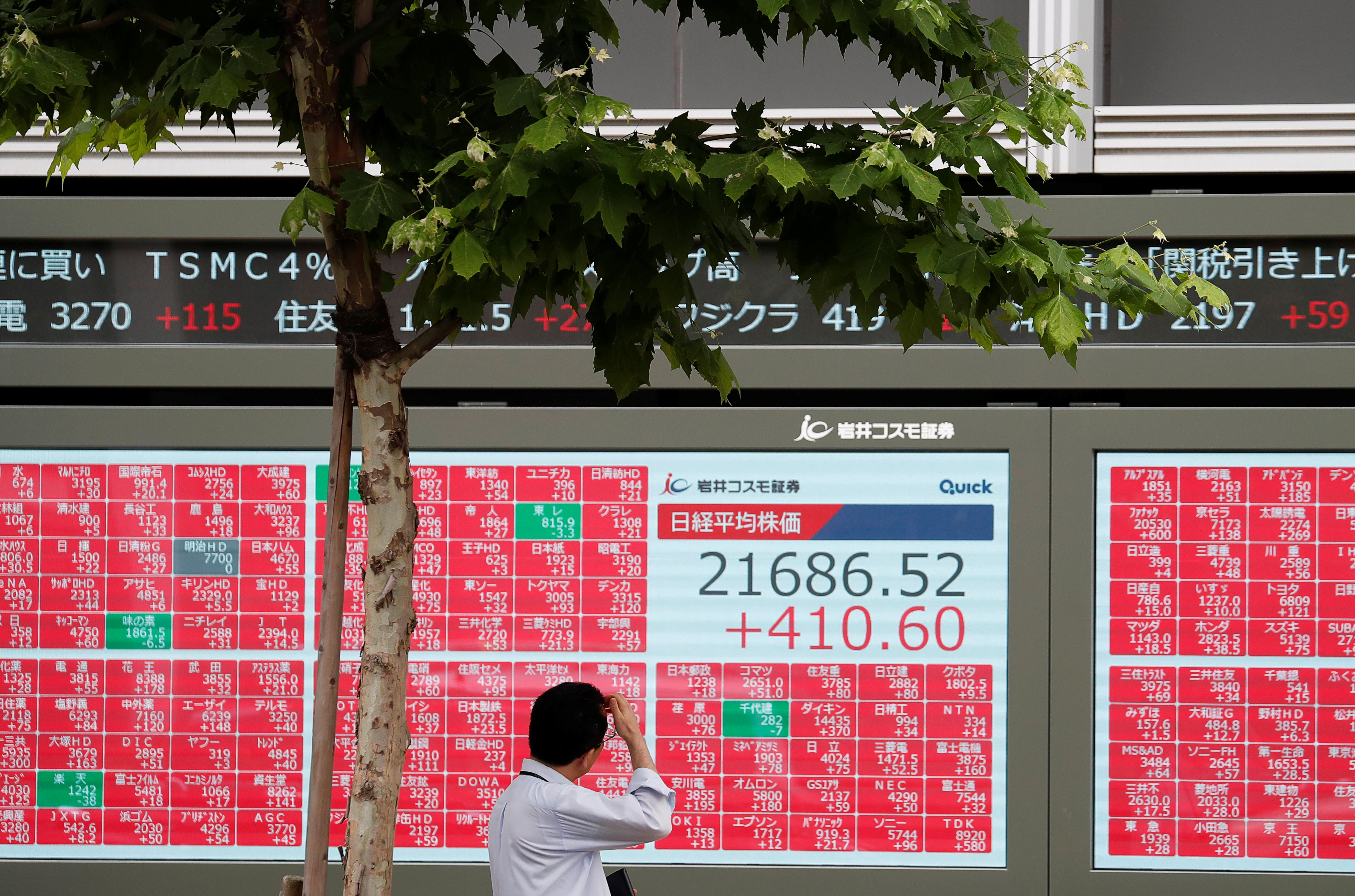 Asian shares creep higher as wary investors await U.S. data, earnings