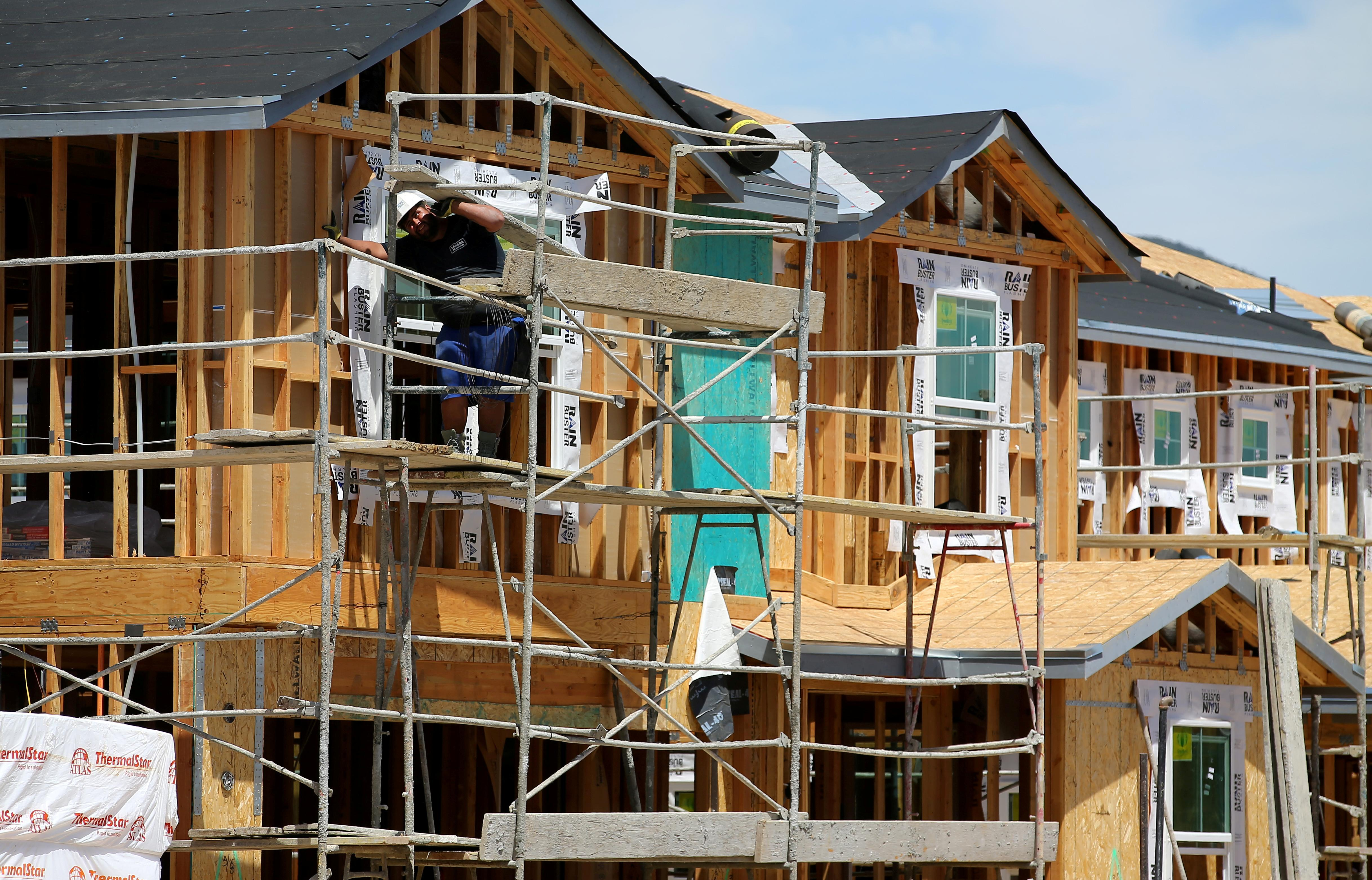 U.S. housing market stuck in a rut even as mortgage rates fall