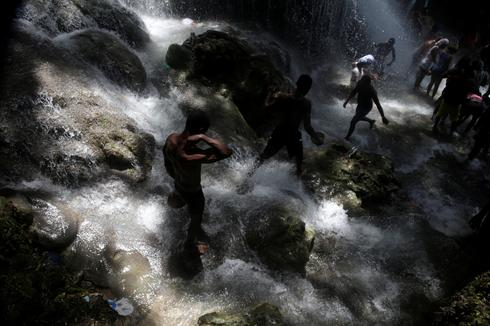 Haitians bathe in sacred waterfall