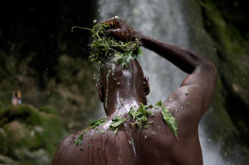 Haitians bathe in sacred waterfall