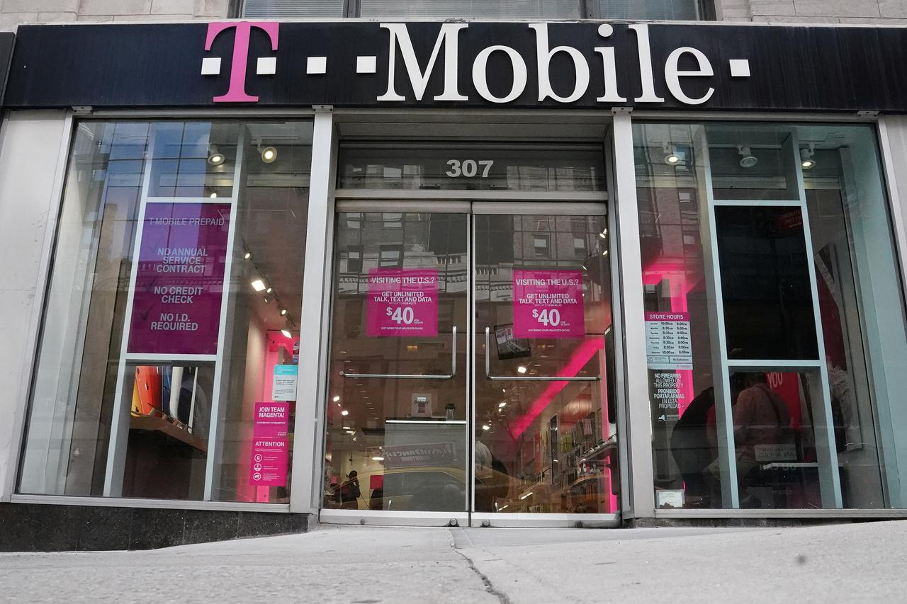 T-Mobile beats estimates for phone subscribers - Reuters