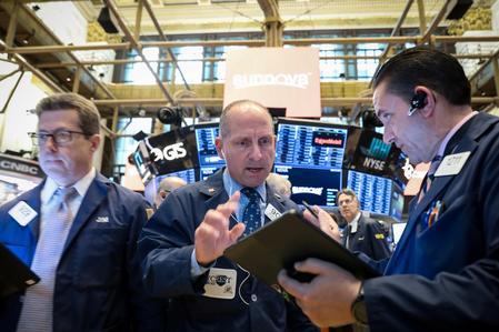 U.S. stocks bounce back; dollar climbs on GDP data, upbeat earnings