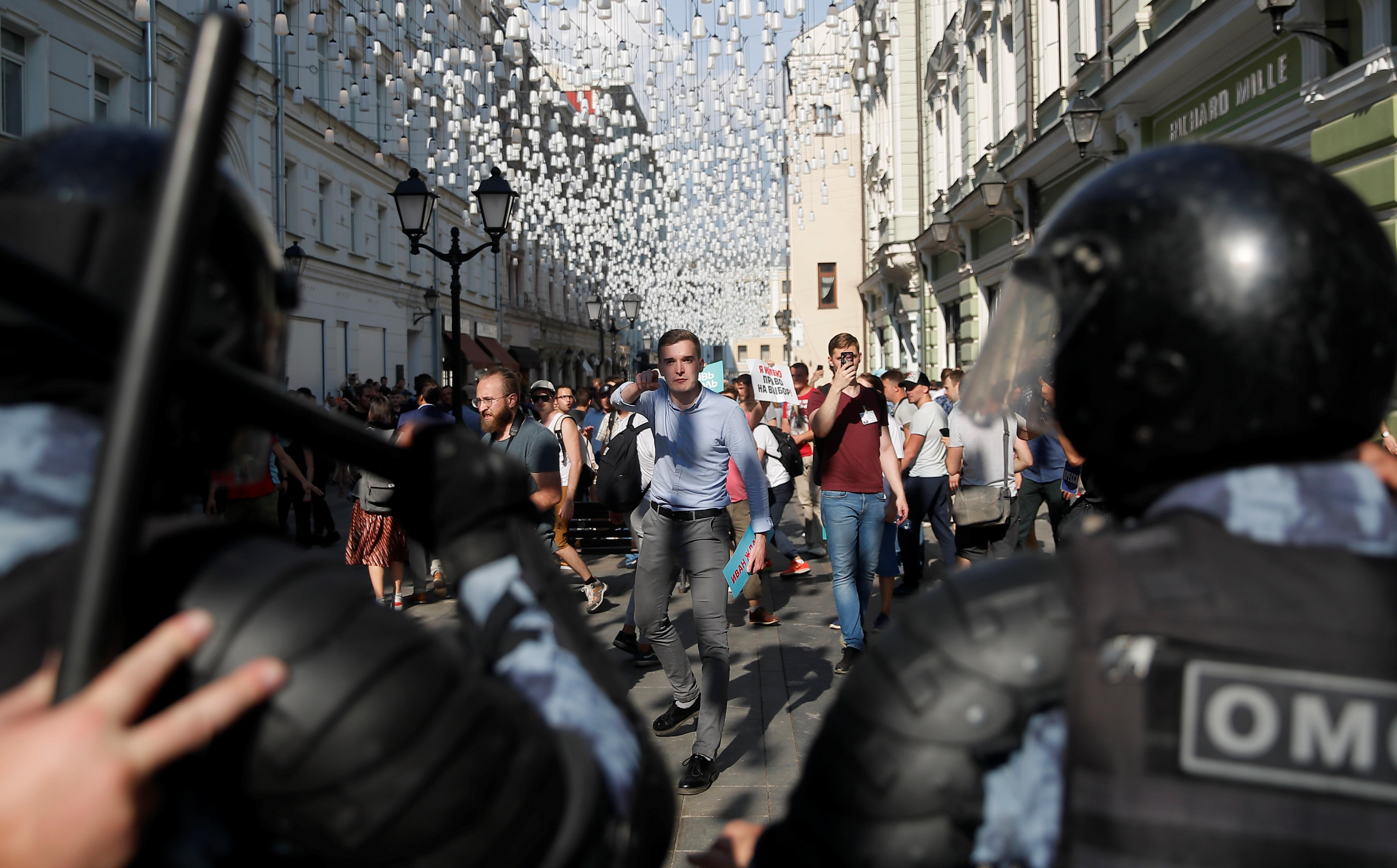 Russia detains more than 1,000 people in opposition crackdown