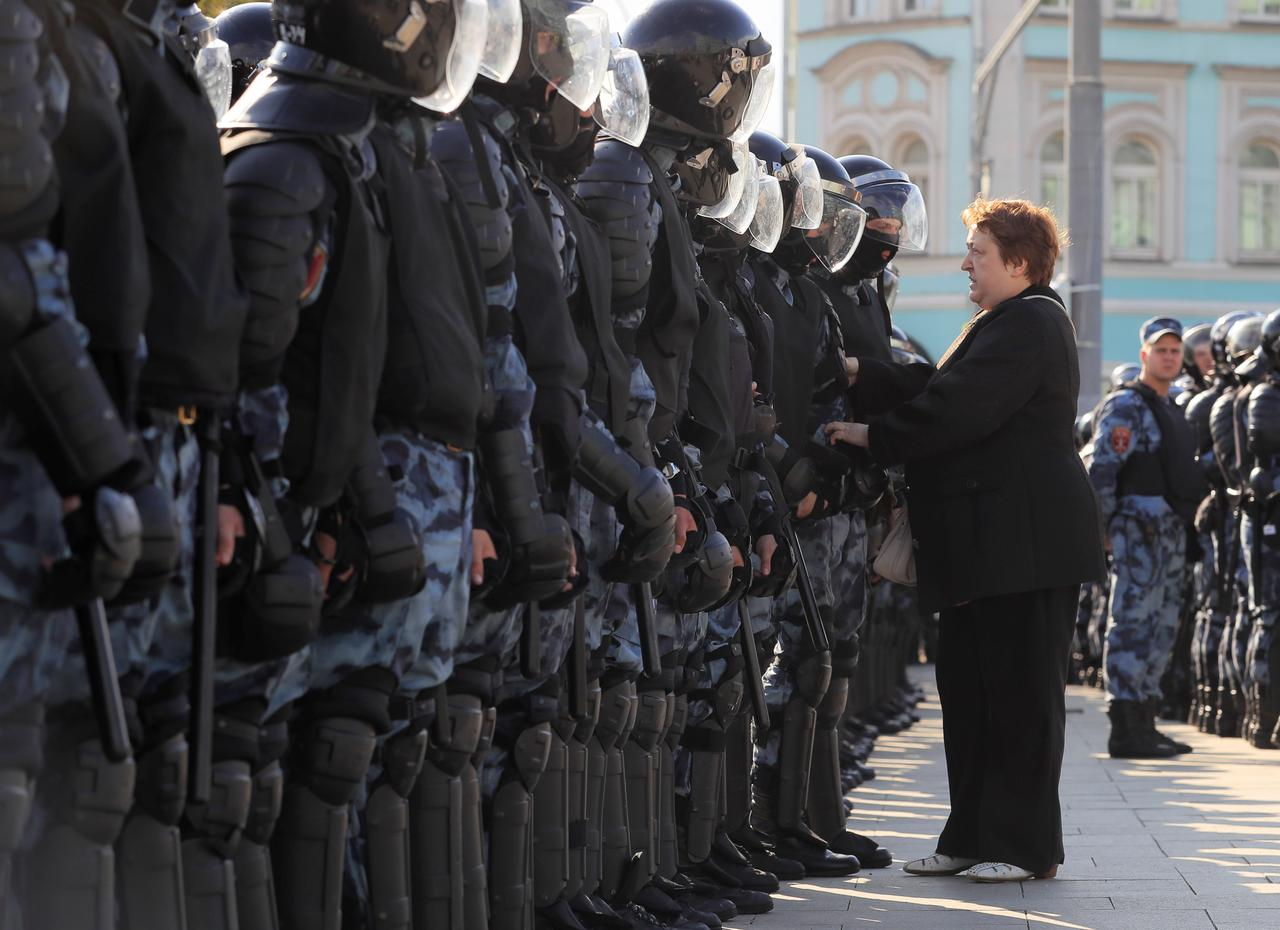 Image result for Russian police detain nearly 700 in opposition crackdown in Moscow