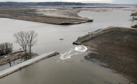 U.S. Midwest farm economy hit hard by record floods - Fed banks