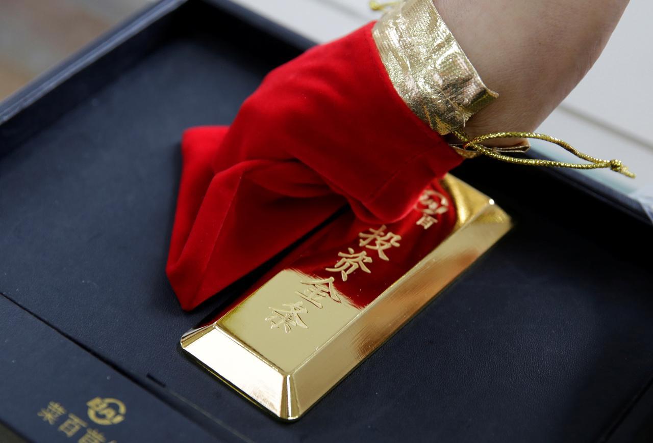 Gold Hovers Around 1 500 Oz Posts
