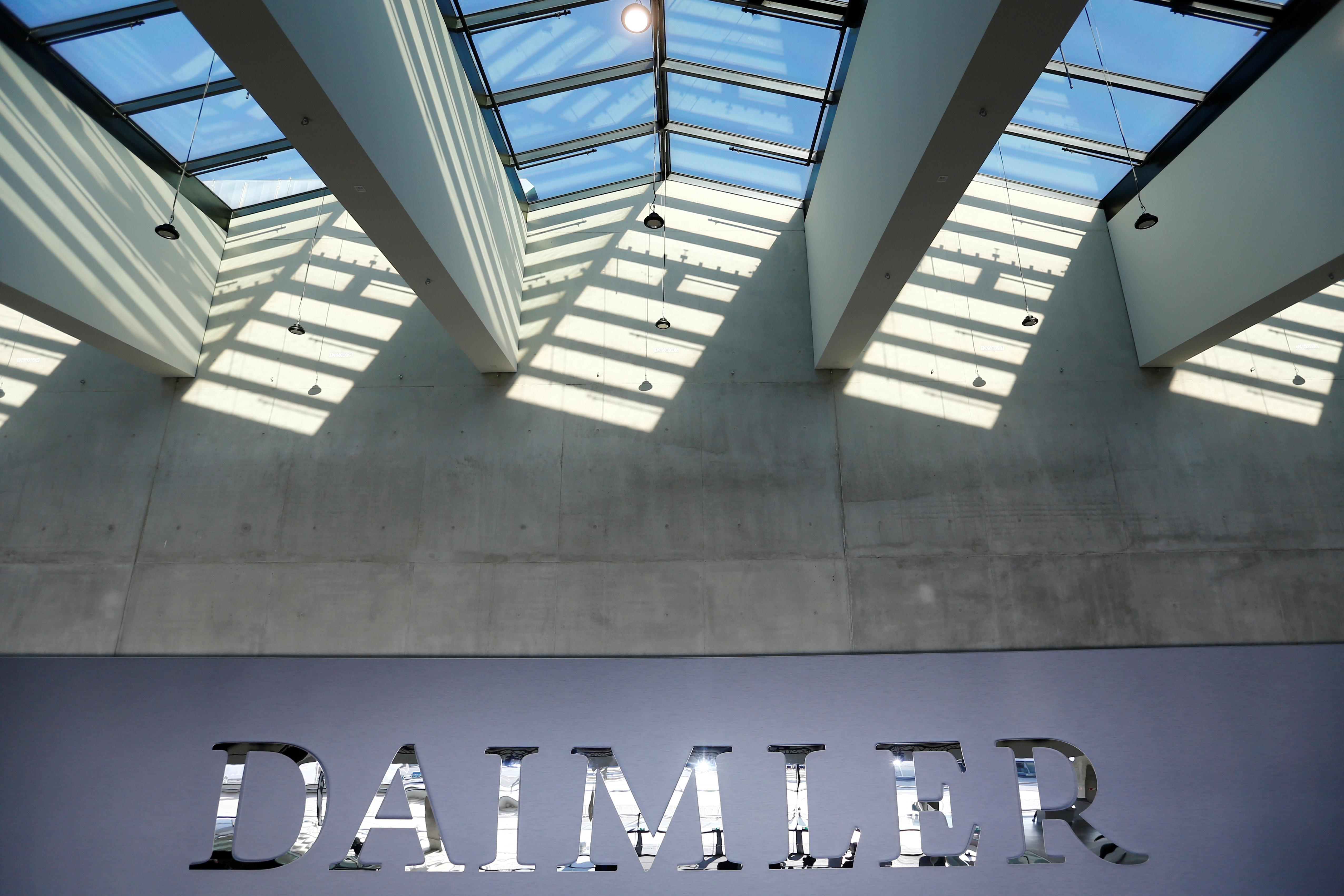 Daimler faces up to 1 billion euro diesel fine - Der Spiegel