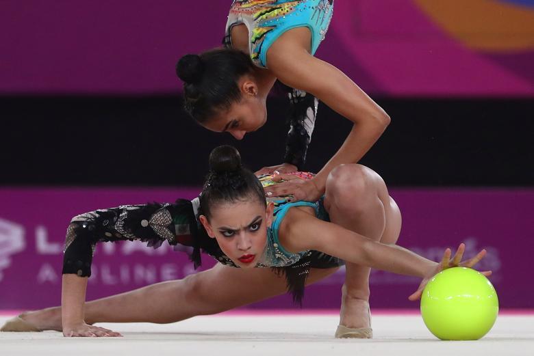 México en acción durante la gimnasia rítmica 5 pelotas final. REUTERS / Pilar Olivares