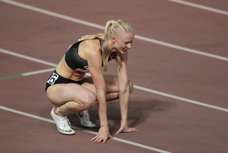 La canadiense Heather Watson reacciona después de que le dijeron que fue descalificada en la final de obstáculos de 400 metros para mujeres. REUTERS / Ivan Alvarado