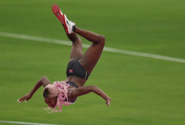 Priscilla Frederick de Antigua y Barbuda celebra después de un salto durante el salto de altura femenino. REUTERS / Ivan Alvarado