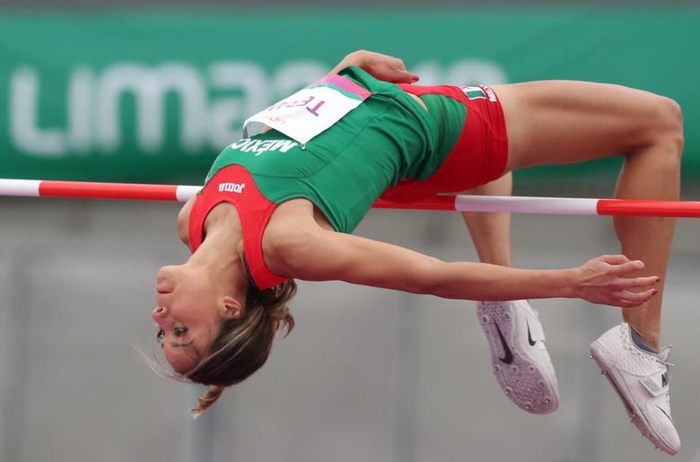 La mexicana Karla Terán en acción durante la final de salto de altura femenino. REUTERS / Henry Romero