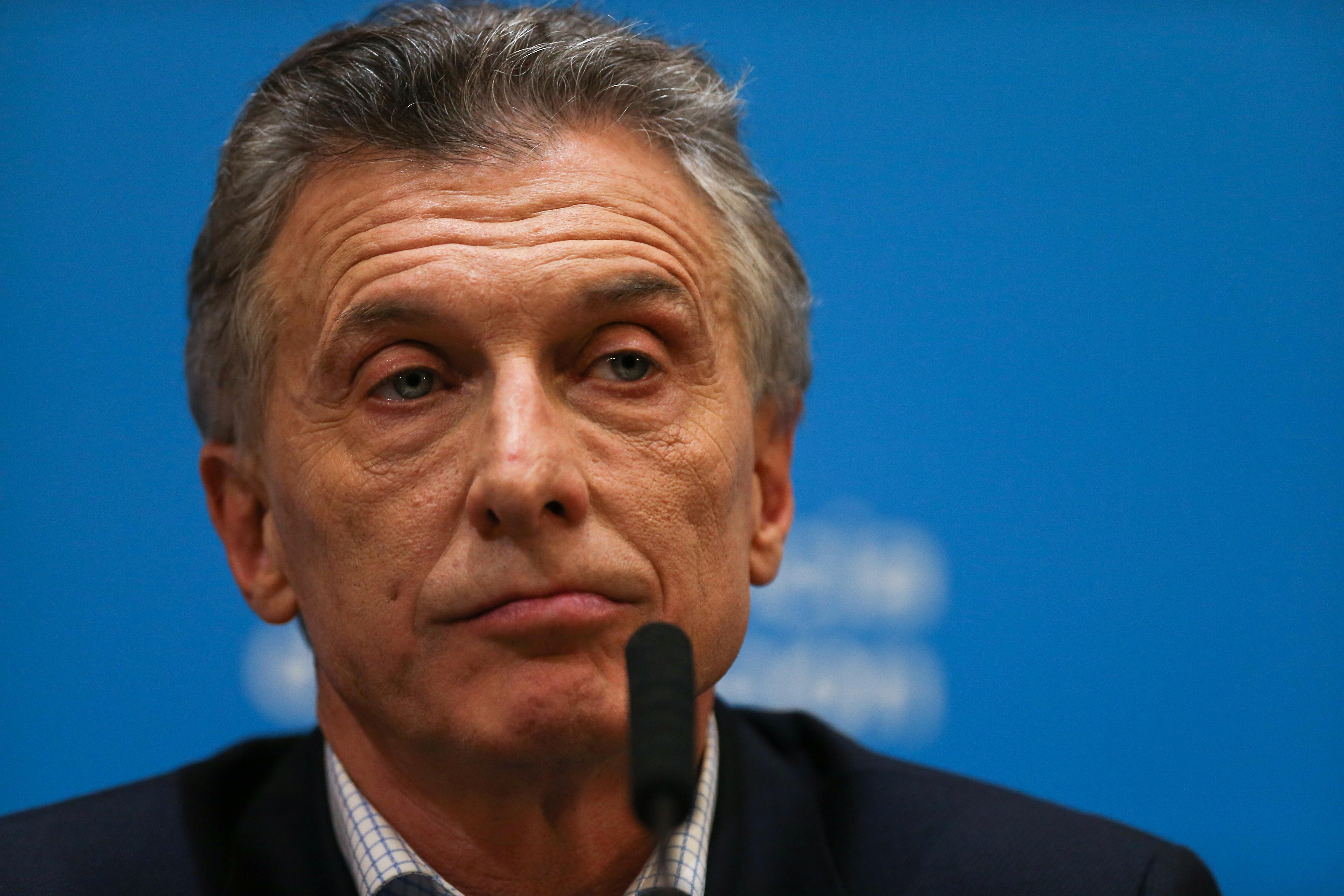 WRAPUP 5-Argentine markets gripped for second day by election-related fears