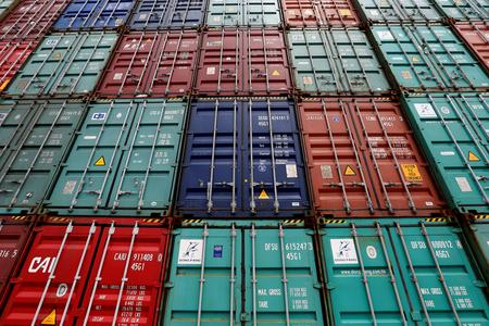 U.S. import prices unexpectedly rise, but trend still weak