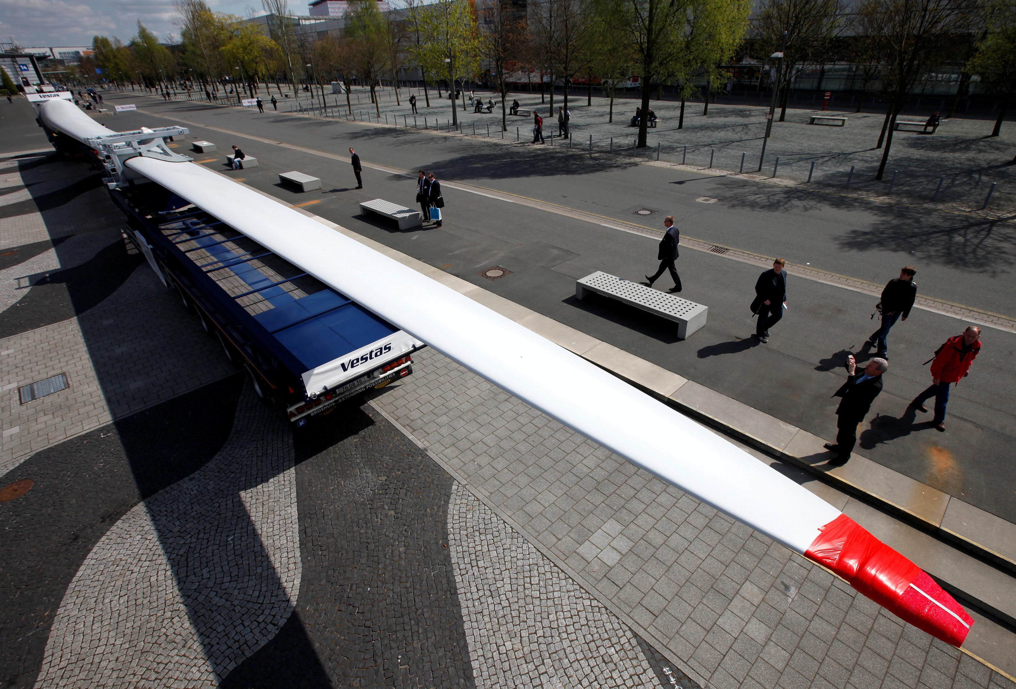 Wind turbine maker Vestas focuses on bulging order book after profit slide