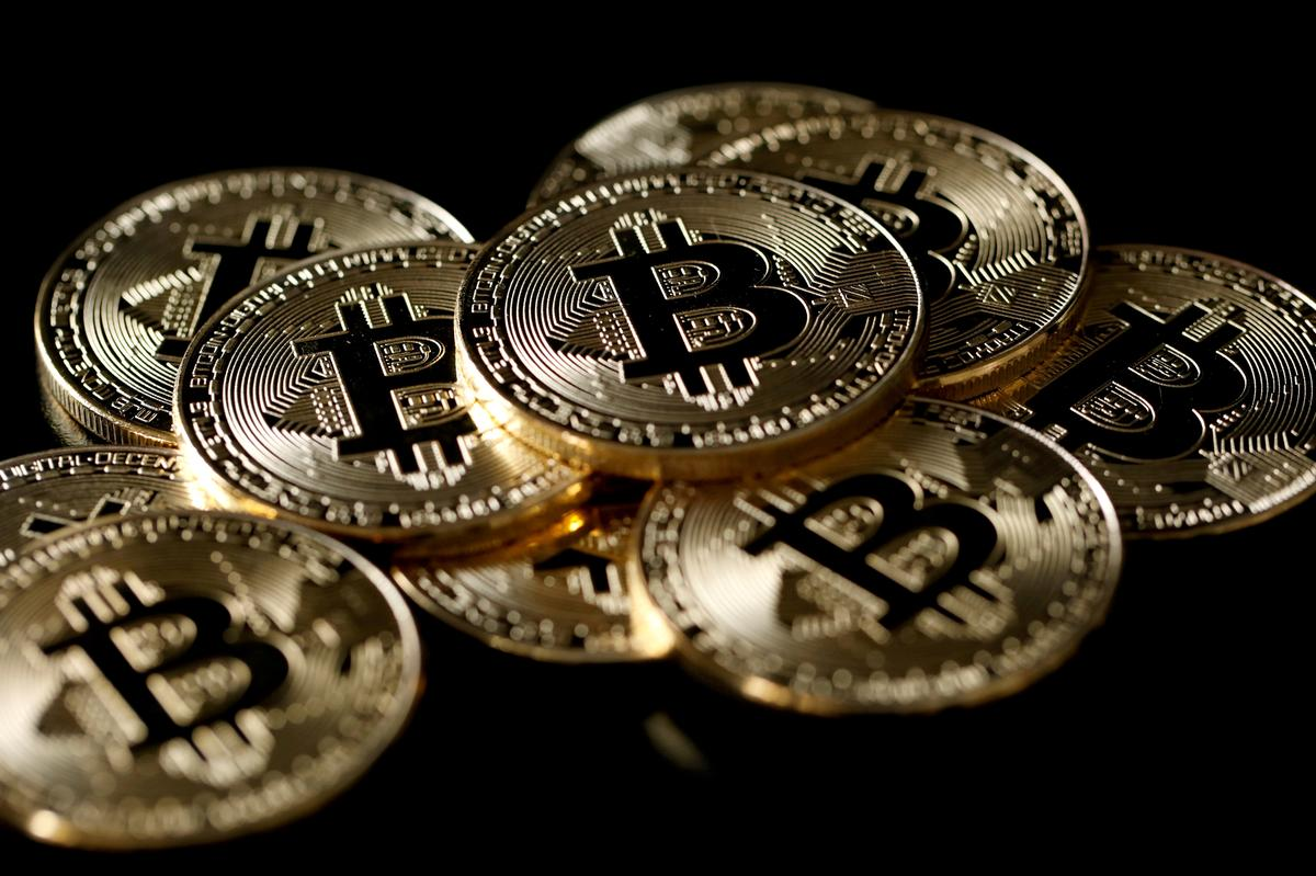 Bitcoin Slumps to Two-week Low on Technical Trading, Market Jitters