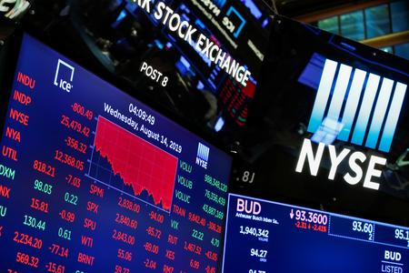 Futures rise in choppy trading, Walmart up on upbeat earnings